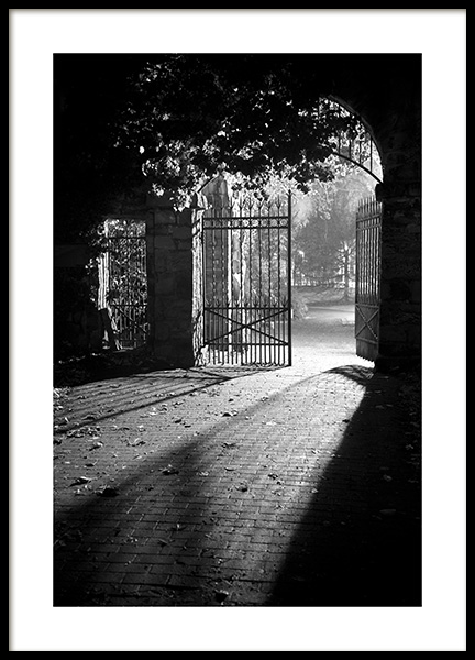 Gate at Night Poster in de groep Posters / Zwart wit bij Desenio AB (13262)