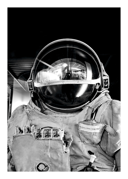 Black and White Astronaut Poster / Zwart wit bij Desenio AB (11166)